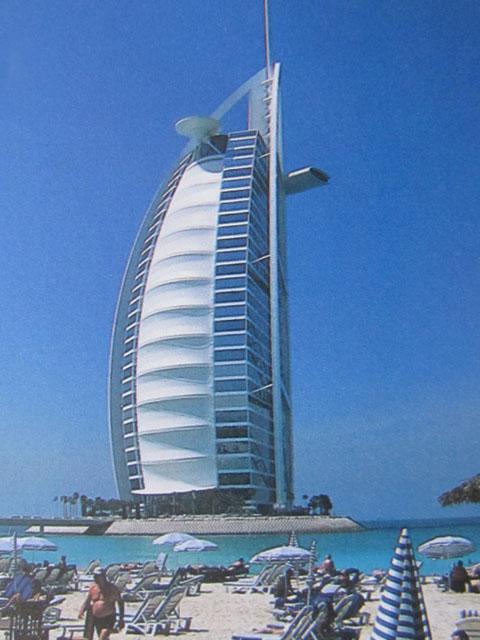 Es gibt 60 etagen zu denen 18 aufzüge gehören