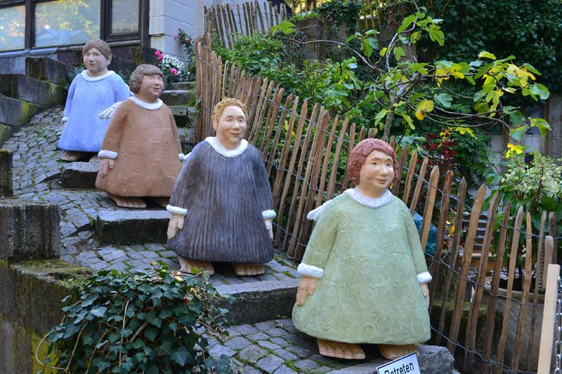 Garten Skulpturen Selbermachen Buntglas Schalen Flasche Gartenkunst ...