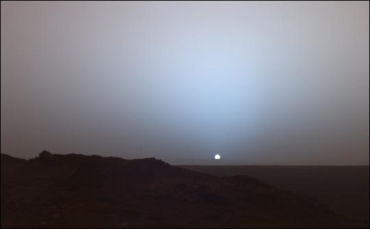 Planet Mars - Sonnenaufgang auf dem Mars / Foto - Medienwerkstatt ...: medienwerkstatt-online.de/lws_wissen/vorlagen/showcard.php?id=3658...