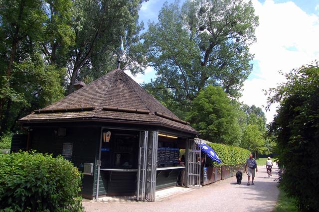 Angelegt Und Gestaltet Wurde Der Englische Garten Vom Schwetzinger  Hofgärtner Ludwig Von Sckell. Er Legte Den Park Nach Dem Vorbild Englischer  ...