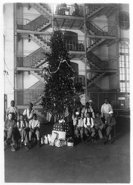 Wo Stand Der Erste Weihnachtsbaum.Zur Geschichte Des Weihnachtsbaums Medienwerkstatt Wissen 2006